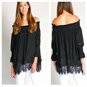 NWT ~ PAPARAZZI BY BIZ Off-the-shoulder Lace Top